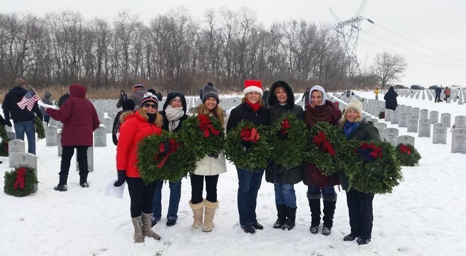 Volunteers for Wreaths Across America